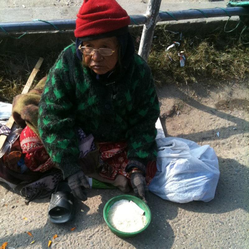 nepal-arme-alte-frau-2-qd