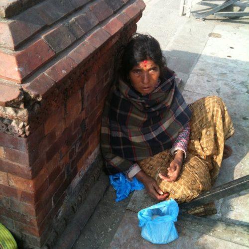 nepal-arme-alte-frau-1